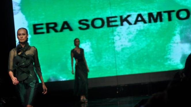 Jakarta Fashion Week tribute to Robby Tumewu
