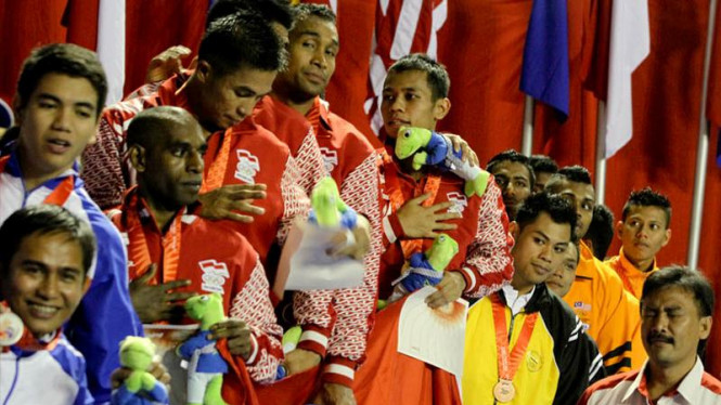 Tim Nasional Karateka Indonesia Putra Sumbang Emas