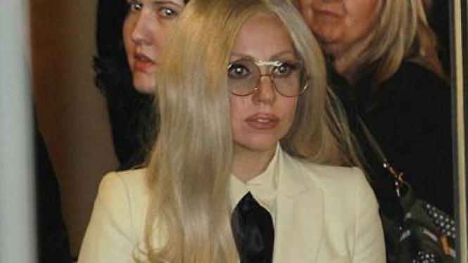 Lady Gaga lupa pakai celana dalam