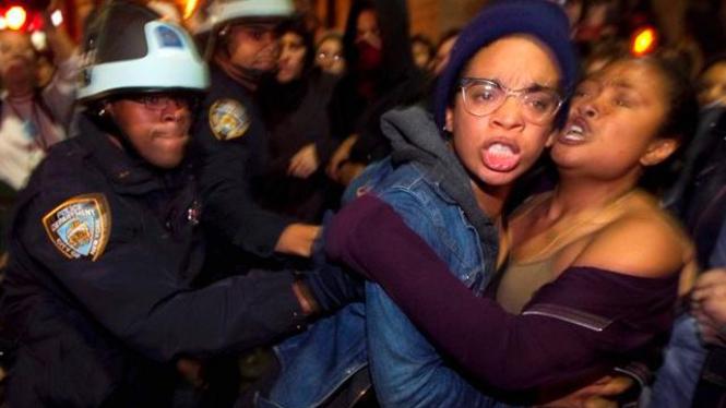 Polisi New York mengusir demonstran dari Taman Zuccotti