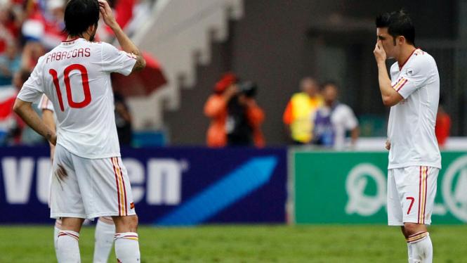 Pemain Spanyol David Villa (no.7) dan Cesc Fabregas