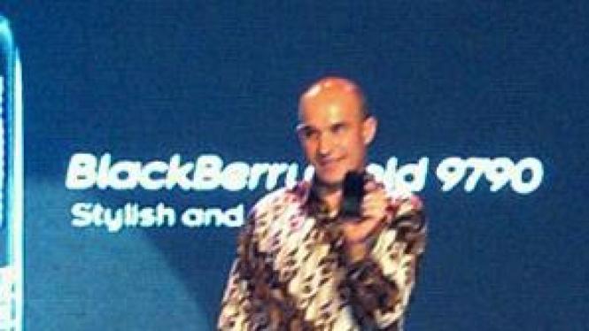 Jim Balsillie, saat menghadirkan BlackBerry Bold 9790 pertamakali di dunia
