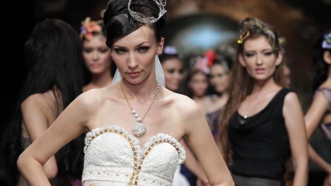 Koleksi Angie Blaire di Jakarta Fashion Week 2012