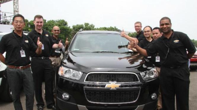 Jajaran direksi GM saat peluncuran New Chevrolet Captiva Diesel