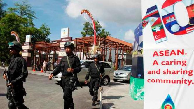 Pasukan keamanan di lokasi KTT ASEAN di Nusa Dua, Bali