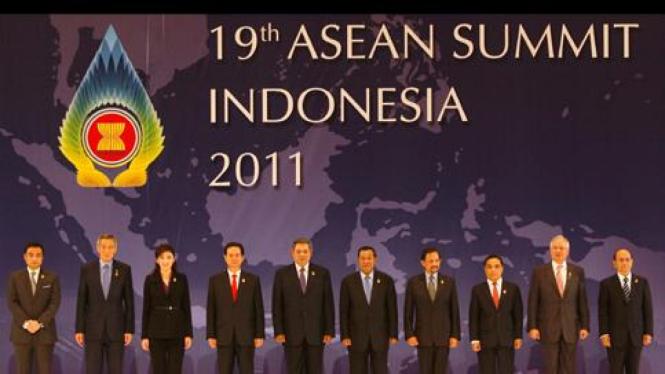 Para pemimpin ASEAN di KTT ASEAN ke-19 di Bali
