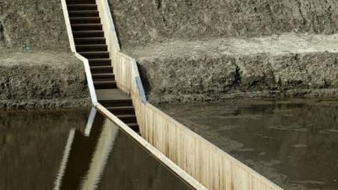 Moses bridge