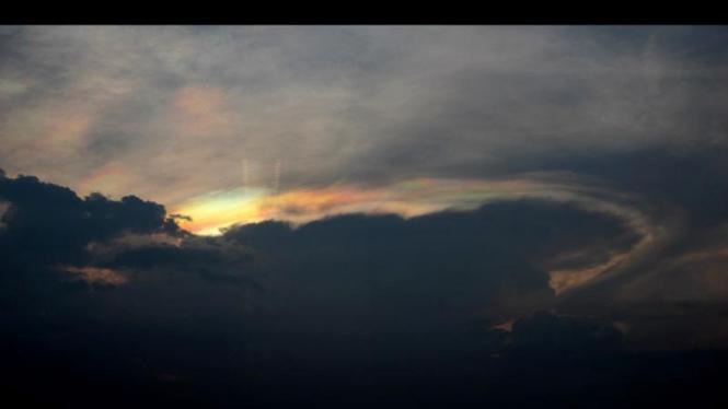 Cahaya Aneh di Langit Jakarta
