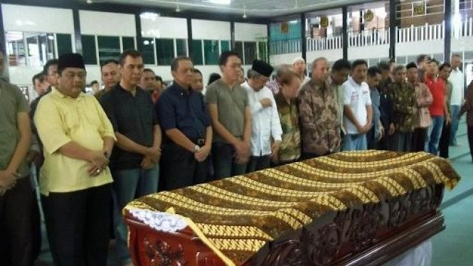 Jenazah Istri MS Hidayat Disholatkan