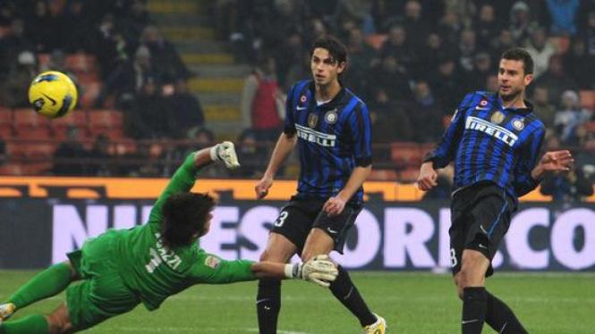Gol Thiago Motta ke gawang Cagliari