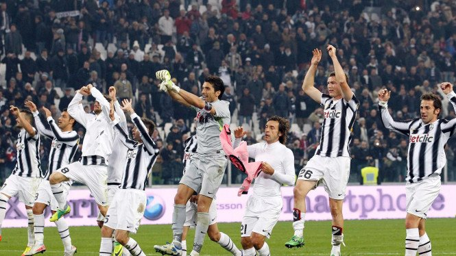 Pemain Juventus merayakan kemenangan atas Palermo