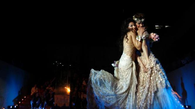 Gaun pengantin pernikahan sesama jenis