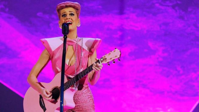 Katy Perry di panggung 2011 American Music Awards