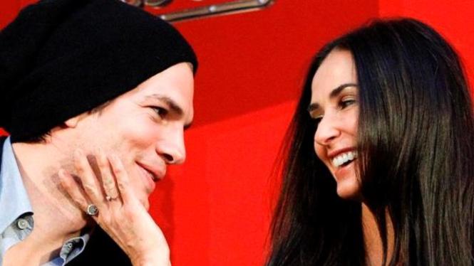 Demi Moore dan Ashton Kutcher - Reuters