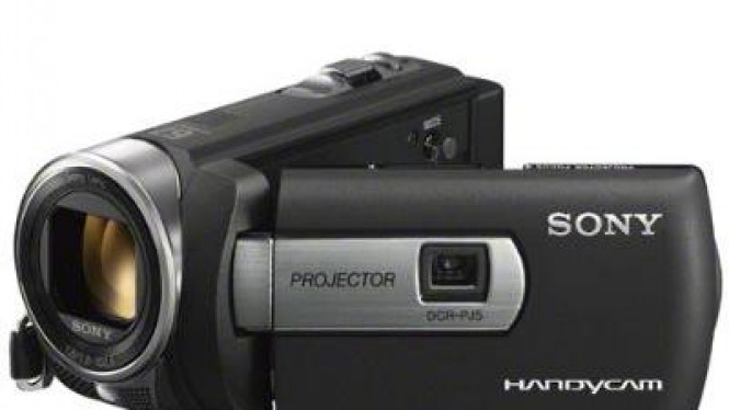 Sony Handycam DCR-PJ5 dengan projector built in