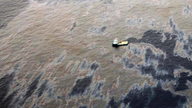 Pencemaran minyak dari ladang yang dikelola Chevron di perairan Brasil