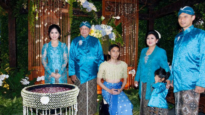 Prosesi Siraman Jelang Pernikahan Ibas-Aliya