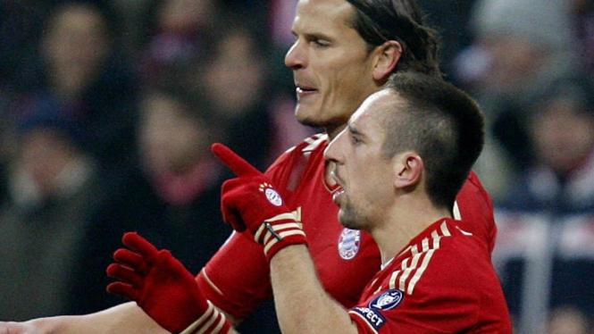 Franck Ribery (kanan) rayakan gol ke gawang Villarreal