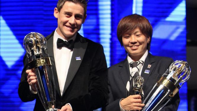 Server Djeparov dan Aya Miyama raih penghargaan pemain terbaik Asia