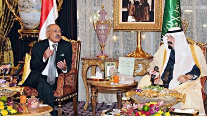 Presiden Yaman Ali Abdullah Saleh (kiri) dan Raja Saudi Abdullah (kanan).
