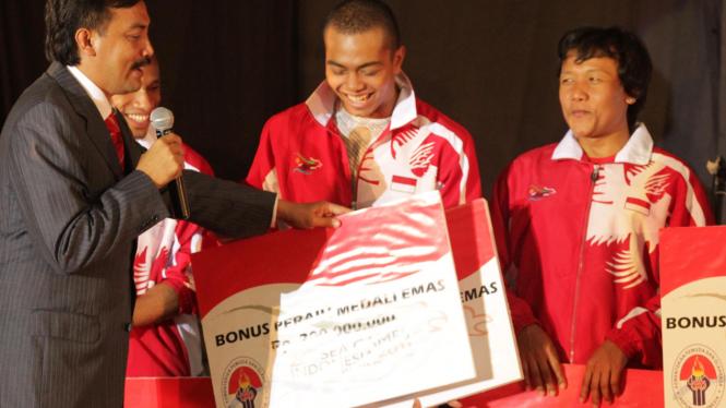 Pemberian Penghargaan Bagi Para Atlet Indonesia Di Sea Games XXVI 2011