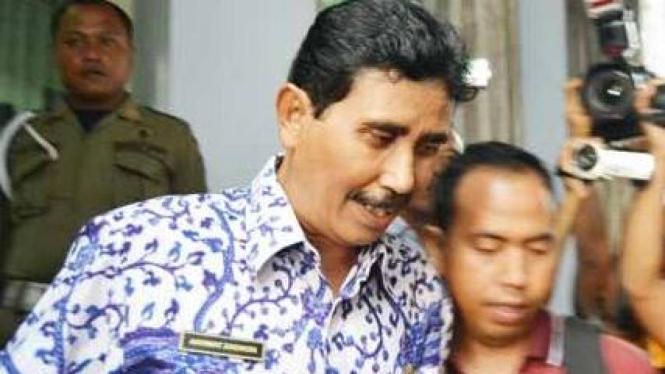Tersangka suap, Sekda Kota Semarang Zaenuri, usai diperiksa KPK