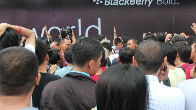 Antrian Blackberry di Pacific Place