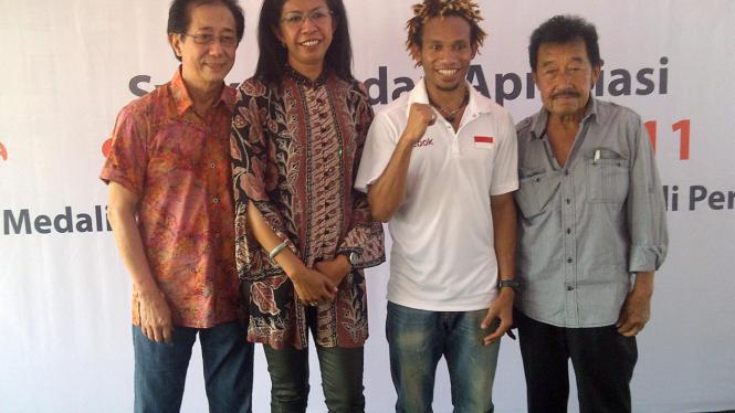 Dari kiri: Irwan Hidayat, Henny Maspaitella, Franklin Burumi dan Bob Hasan