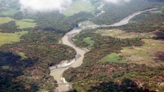 Endapan material vulkanik Gunung Merapi di Sungai Progo