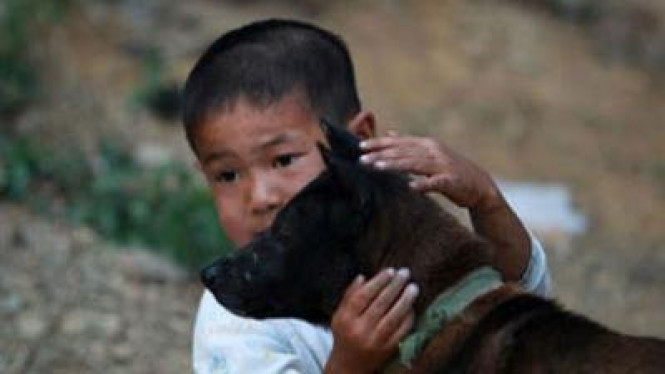 Ah Long Anak Penderita AIDS di China