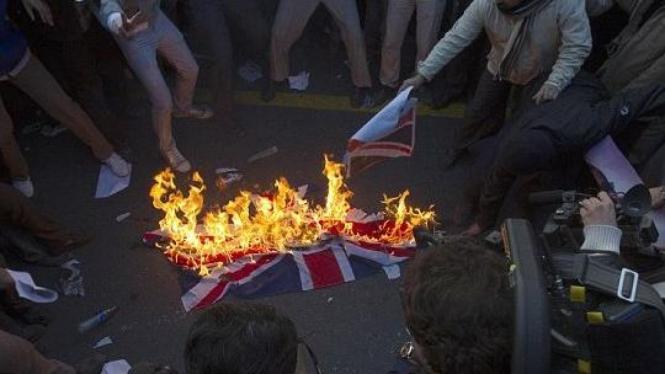Mahasiswa Iran serbu Kedubes Inggris