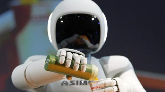 Aksi robot Asimo di Tokyo Motor Show ke-42
