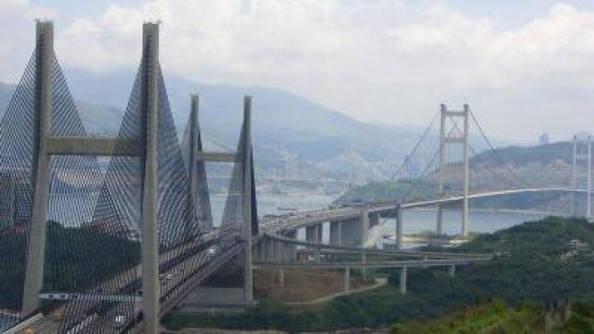 Stonecutters Bridge, di Hong Kong