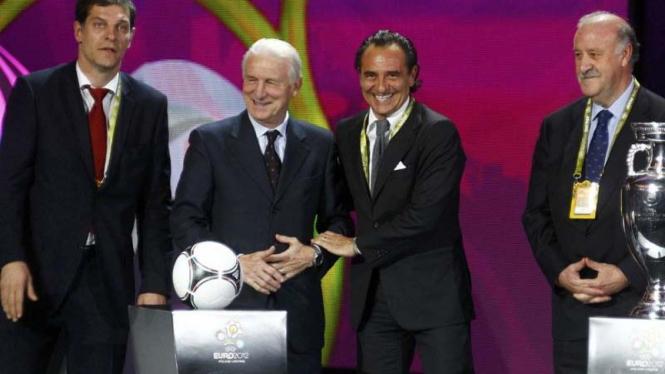 Slaven Bilic [paling kiri] bersama 3 pelatih Grup C Euro 2012