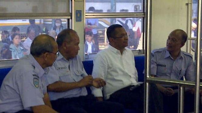 Menteri BUMN, Dahlan Iskan sidak KRL