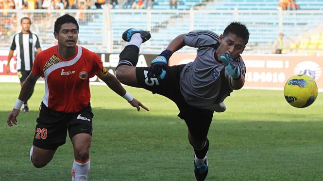 Persija Jakarta Vs Persidafon Dafonsoro Di ISL 2011/2012