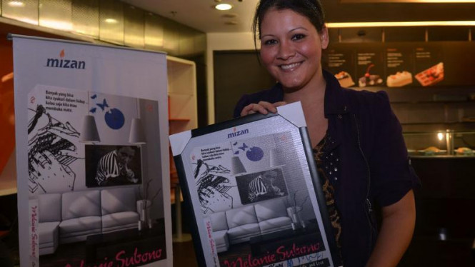 Melanie Subono saat Peluncuran Novel Cerita Segelas Kopi