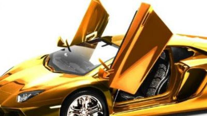 Miniatur Lamborghini Aventador berlapis emas