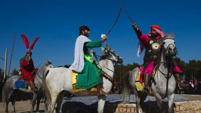 Rekonstruksi pertempuran Karbala di Iran