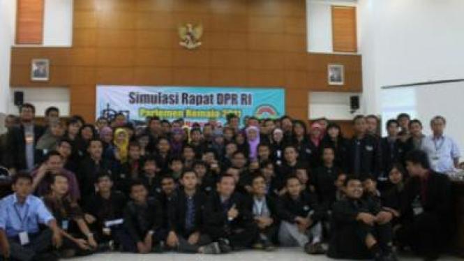 Simulasi Rapat DPR RI