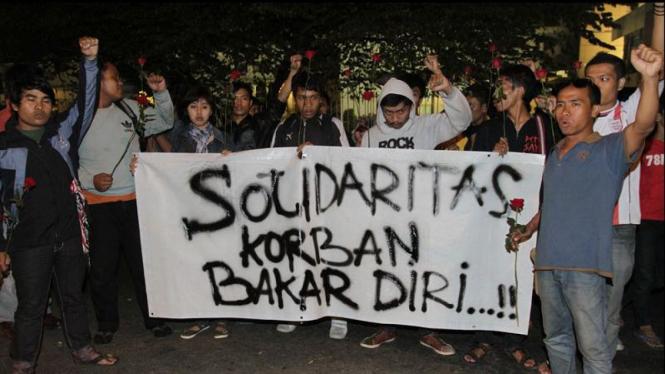 Aksi Solidaritas Bakar Diri