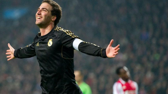 Gonzalo Higuain merayakan gol saat Real Madrid melawan Ajax