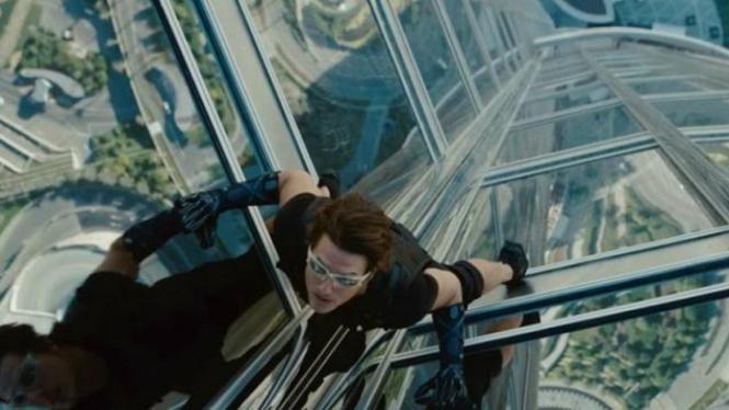 Tom Cruise Panjat Gedung