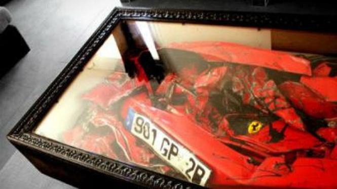 Ferrari bekas tabrakan jadi meja