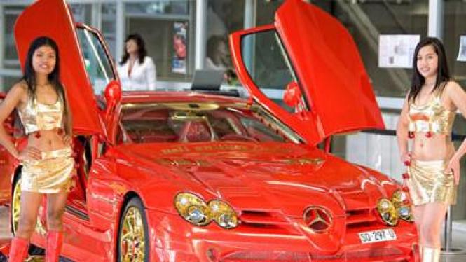 Mercedes-Mclaren SLR berlapis emas