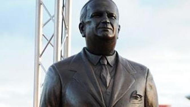 Patung Herbert Chapman di Emirates Stadium