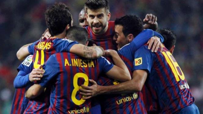 Para pemain Barcelona merayakan kemenangan