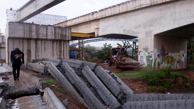 Jembatan Cilincing Roboh