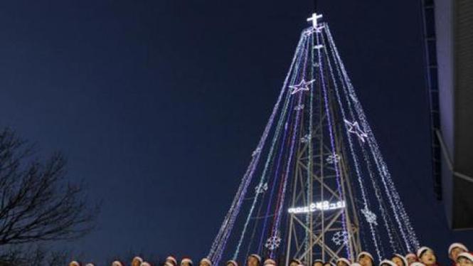 Menara pohon Natal di Korea Selatan