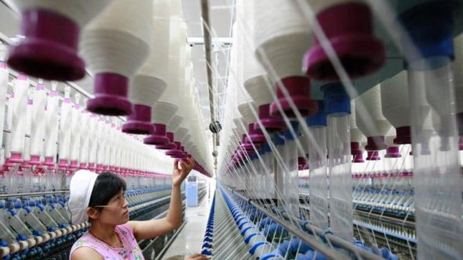 ilustrasi Pekerja perempuan di pabrik benang